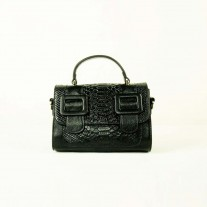 Howie Crossbody Black | Butterfield