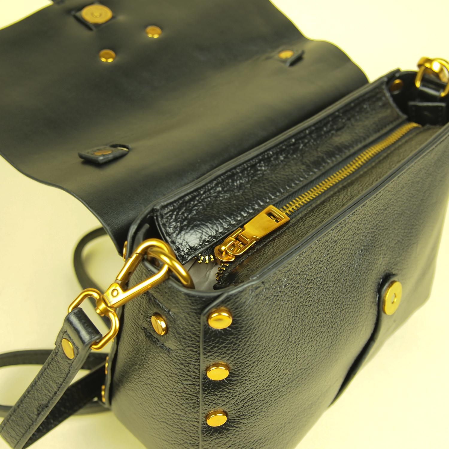 Magnificent Modern Heritage Yaffa Crossbody Buckle
